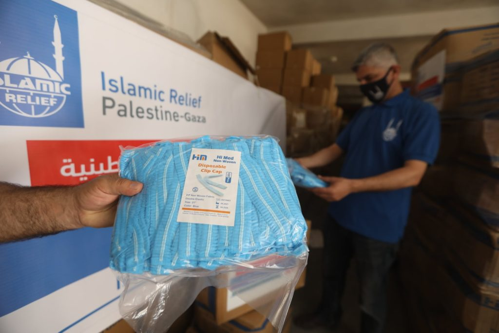 Distribuyendo suministros médicos urgentes al hospital Al-Shifa en Gaza.