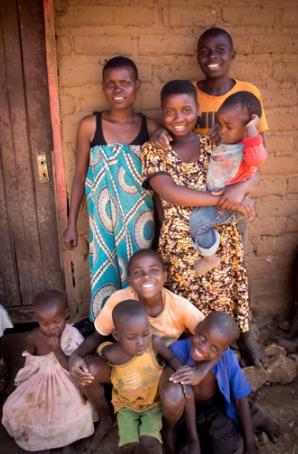 Chisomo Lamiyoni con su familia