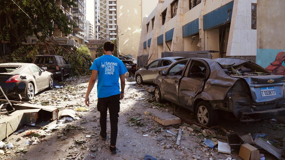 Trabajador limpiando las calles de Beirut