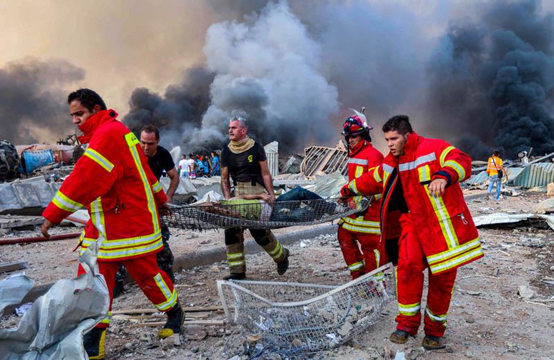 Equipos de rescate en la explosión