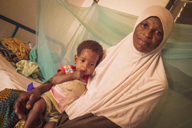 Fati y Raudo, su hija, llevan seis días en el hospital.